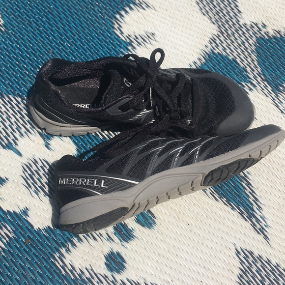 merrell lightweight walking shoes